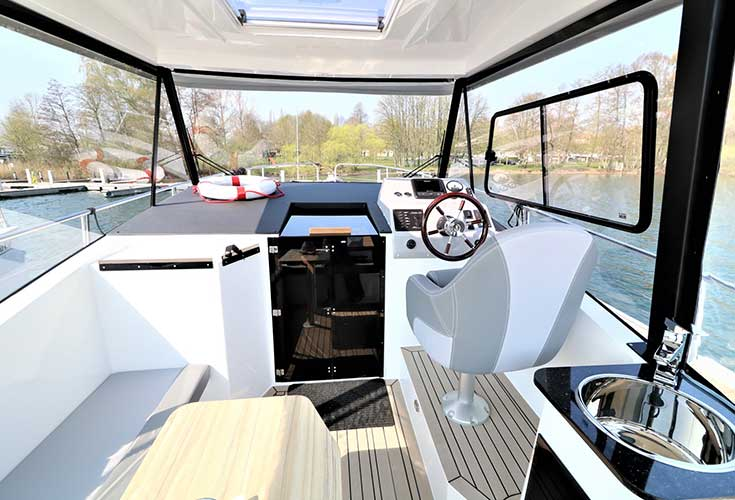 https://relax-yachtcharter.de/wp-content/uploads/2019/07/stillo30-13.jpg