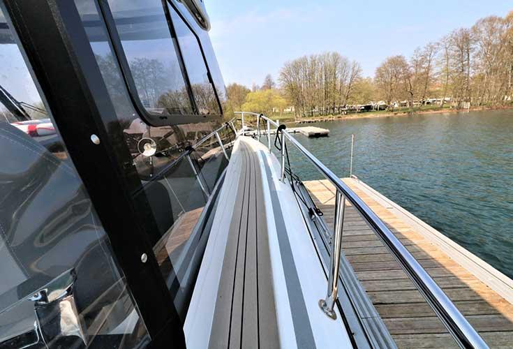 https://relax-yachtcharter.de/wp-content/uploads/2019/07/stillo30-18.jpg
