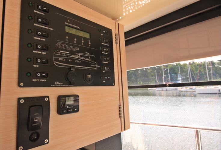 https://relax-yachtcharter.de/wp-content/uploads/2019/12/instrument-panel.jpg