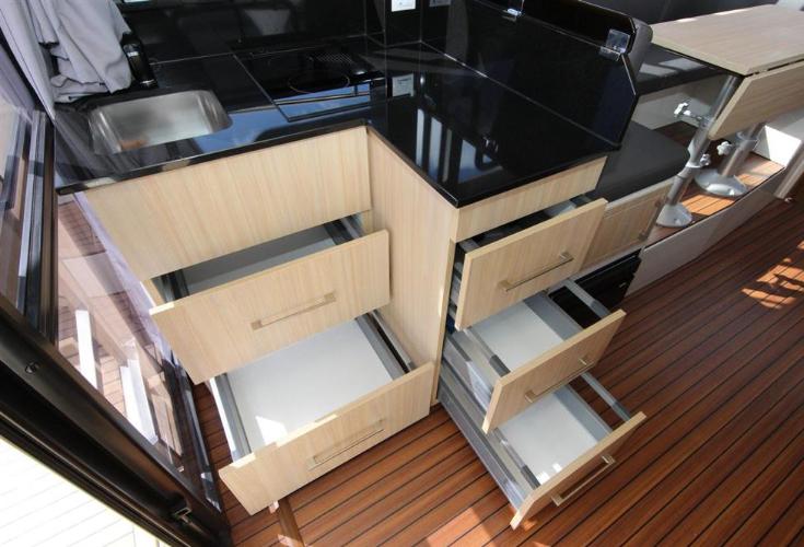 https://relax-yachtcharter.de/wp-content/uploads/2019/12/shelves.jpg